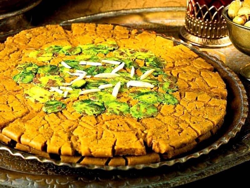 سوهان یک شیرینی سنتی ایرانی است که سوغات قم میباشد.