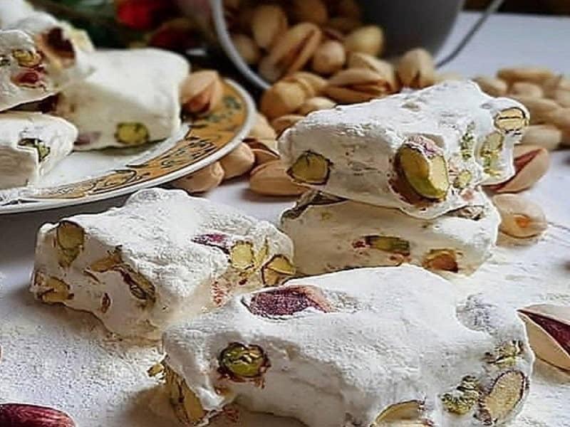 گز سوغاتی معروف و مخصوص اصفهان است.