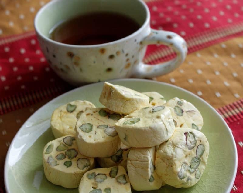 گز آردی را به عنوان یک عصرانه لذیذ و شیرین در کنار چای نوش جان کنید