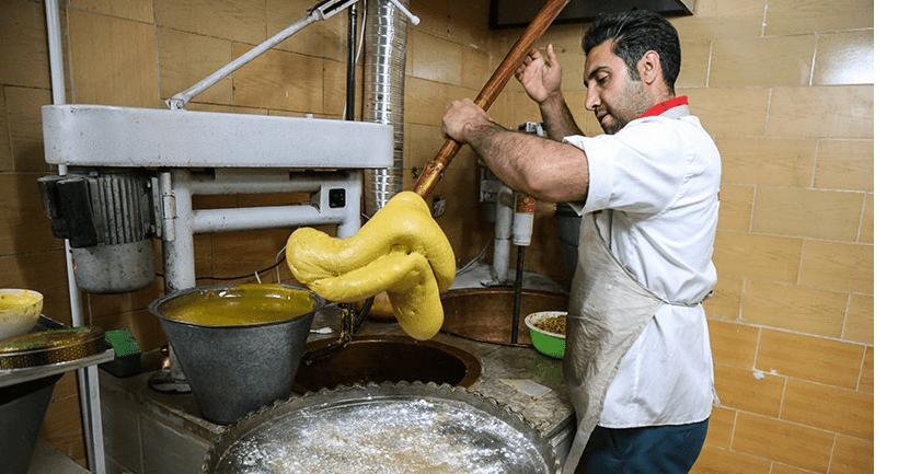 مهم ترین مواد اولیه سوهان گزی عبارت است از آرد گندم، زعفران، شکر، گلاب، هل، کره حیوانی و مغزپسته و گردو